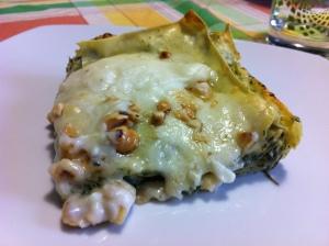 Lasagne al forno con bietole, nocciole e speck