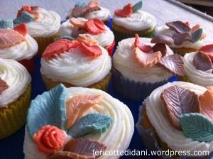 Cupcakes con decorazioni in pasta di zucchero a tema autunnale