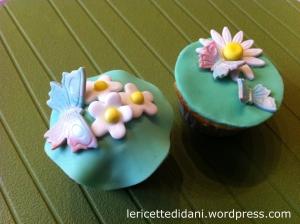 Cupcakes con decorazioni a tema in pasta di zucchero